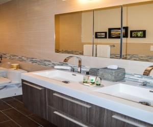 Rio Vista Inn & Suites Santa Cruz - Suite 4 Bathroom
