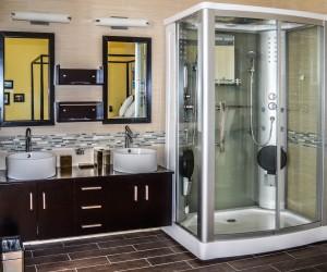 Rio Vista Inn & Suites Santa Cruz - Suite Bathroom at the Rio Vista Inn & Suites